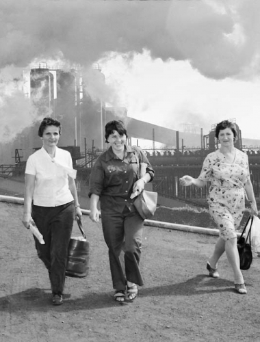 WOMEN-of-steel-Roza-Klujaricek_Slobodanka-Joncevska_Fotini-Voulgaris_leaving _work_Port-Kembla _AIS-steelworks copy